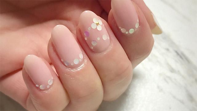 ピンクネイルでも大人っぽく♡春に真似したい上品モテデザイン特集
