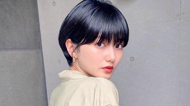 小顔効果抜群とウワサ…♡ ワイドバングで印象的なヘアスタイルをget!