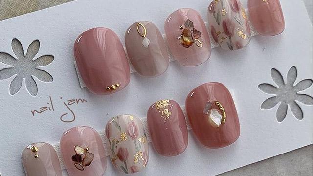 秋のピンクはこっくりと。キレイめ女子におすすめのくすみピンクネイル5選
