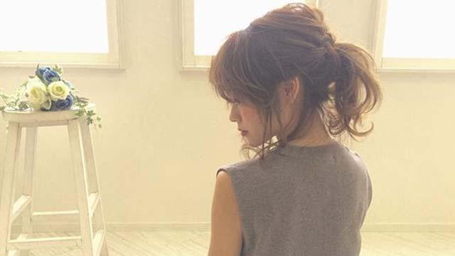 大人のポニーテール♡ほつれ髪で柔らかいふんわりスタイルの作り方とは?