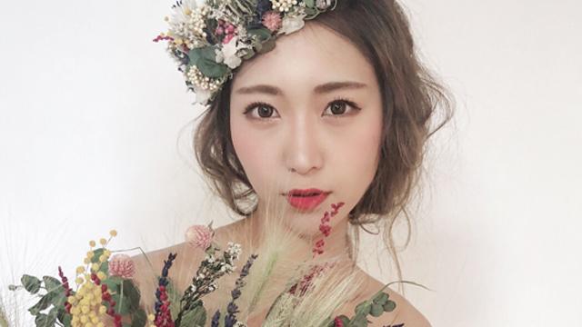 【秋冬の結婚式に一押し!】花嫁の魅力を引き立てる♡シックなフラワーウェディングヘアカタログ