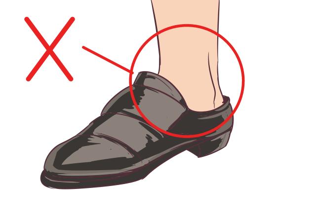⑤素足に革靴