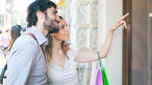 彼氏と買い物デート中にびっくりしたサプライズエピソード