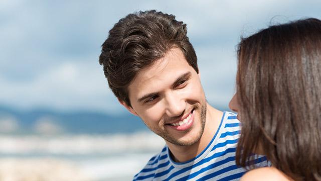 【恋の悪者指数診断】一目惚れした相手に誘われたら、恋人には…?