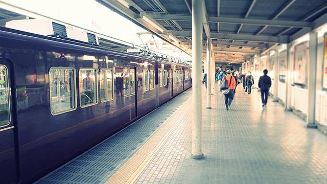 【付き合う期間の平均診断】事故で運休の電車…どのくらい待つことに?