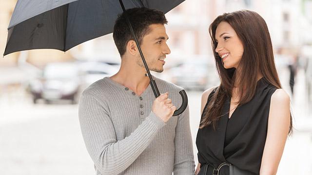 【自分から告白指数診断】雨の日。まあまあ好みの異性の傘に入れて貰ったら?