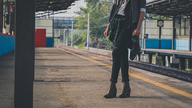 【恋の積極性診断】駅で忙しそうな片思いの相手を発見!話しかける?