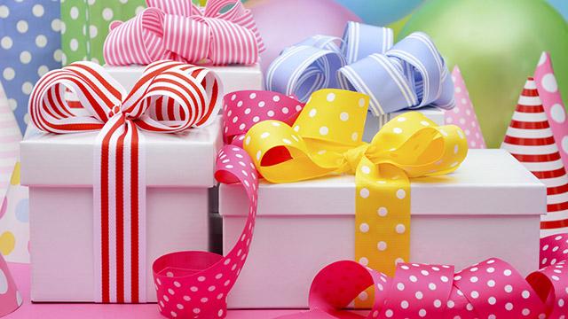 【どのくらい好きか診断】好きな人に贈るプレゼント。何色のリボンを付ける?