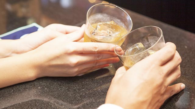 【恋のドボン指数診断】片思いの彼と居酒屋デート。がっつり食べたいけど…