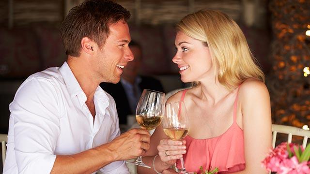 【恋愛潔癖指数診断】デート中、相手の動きで気になることが…何が気になる?