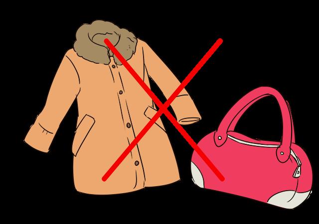 大きなバッグはコートや手荷物は預ける!