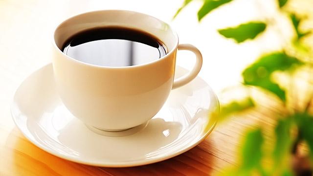 職場でお客様にお茶を出すとき1人分でも必ずお盆を使いましょう