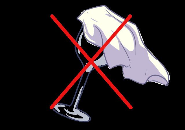 【1】グラスに付いた口紅をナプキンで拭く。