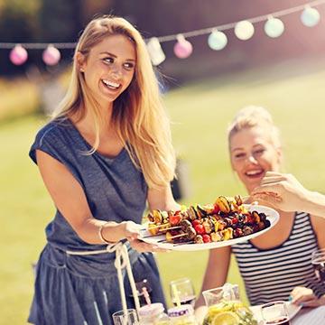 BBQは恋人を作れるアウトドアイベント!使えるモテテクはコレ!
