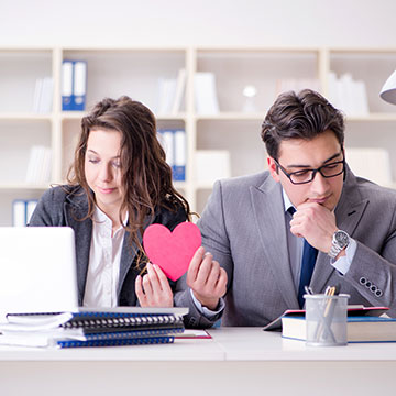 職場恋愛の極意とは?彼への片思いを叶える5つのポイント♡