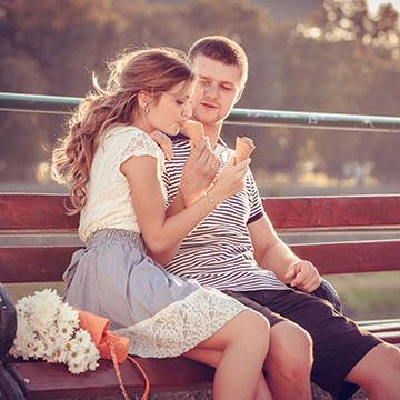 彼女が大好きなの?!彼氏が周囲に惚気け話しをする理由・心理とは?