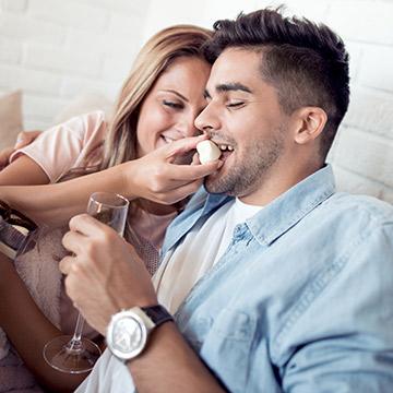 男友達と親密な関係に!微妙な距離の異性と両思いになるコツとは?