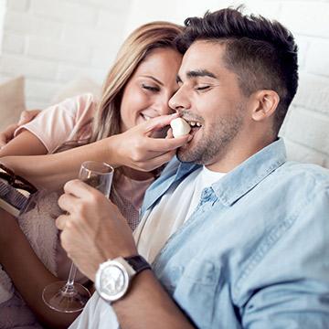 彼女はとっても愛おしい!男性が魅了される女性の行動6選