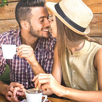 幸せそうなカップルを無視できない!妬みの目で見てしまう原因とは?