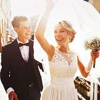 友達の結婚式でご祝儀はいくら包む?約6割の方が相場の「○万円」と回答。