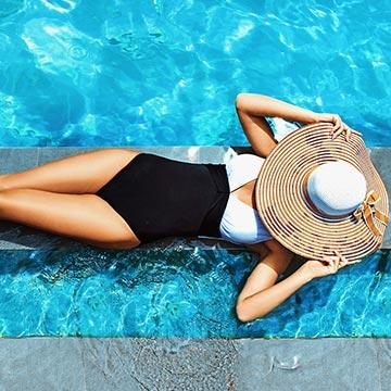 真夏の太陽でムラなくキレイに肌を焼く方法