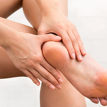 夏にサンダルを履く前に!足の角質ケア方法
