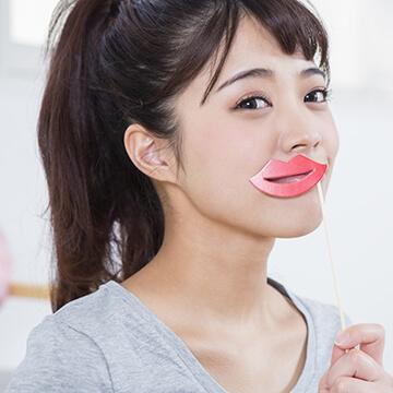 唇をぷるぷるにする方法~リップの塗りすぎはNG!集中パックが効果的!