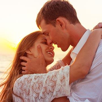 女性を抱きしめてキスしたい!そんな心理状態に男性がなる6つの瞬間