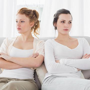 マウンティング女子の腹が立つ発言の傾向と対応策