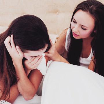 女友だちの失恋話を聞いたときにやってしまいがちな失敗例