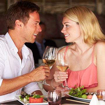 ひな祭りだからデートしよう♡彼が思わずにOKしたくなる春デートで彼を誘う方法4選