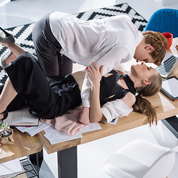 働く女性と「セックスレス」には密接な関係が!仕事で疲れてるせい?