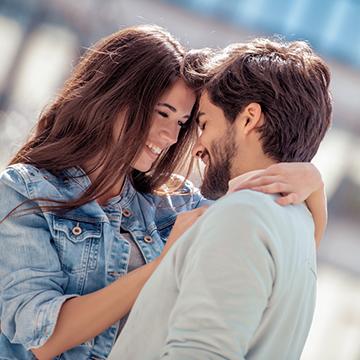 愛の言葉…恋人に囁かれてる?頻度やシチュエーションをカップルに聞きました