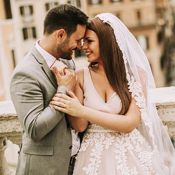 「愛」と「お金」どちらが大事?女子が求める結婚相手への条件