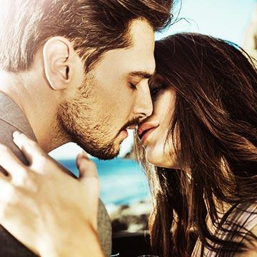 人前でキスをした経験はある?キスした場所で多かったのは?