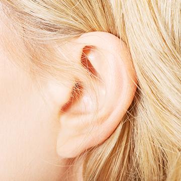 「耳を舐められるのが好き」な女性は8割!その理由は