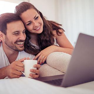 ネットでの出会いのメリット&デメリット!ネット恋愛やネット婚活の魅力と注意点