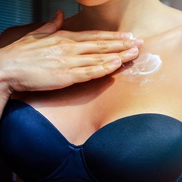 柔らかくて張りのあるバストを作る!乳首摘みマッサージ