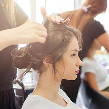 女性によって大切な髪の毛!美容院に行く頻度やタイミングって?
