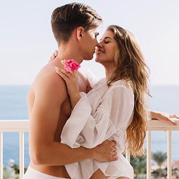 キスでパートナーとの相性が分かる!?心や身体にもいいキスの秘密