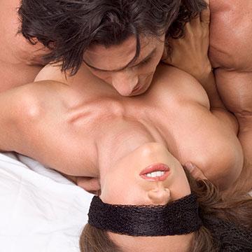 耳元で甘くささやいて♡上手に刺激してマンネリを解消する方法