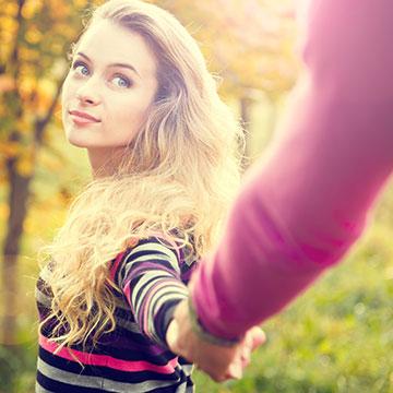 「彼女感」にキュン♡男性が女性として意識してしまう表情テク