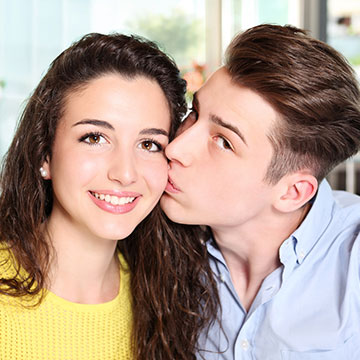ふたりの関係を深めるため?性欲を満たすため?男女で違うキスの意味