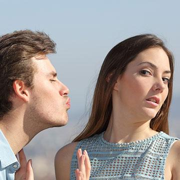 恥をかかせないキスの断り方って?好みでもない男性からのキスを断るひと言