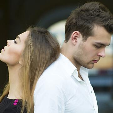 一瞬で冷める瞬間とは…男性の恋心を萎えさせてしまう女性の言動9パターン