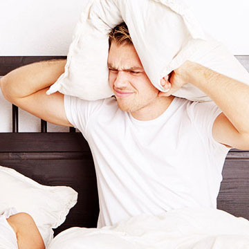 彼氏と一緒に寝るときは要注意!ベッドの中で男性がドン引きする女性の言動