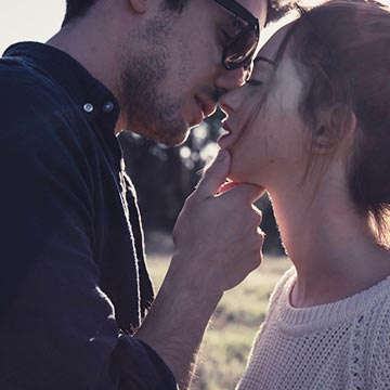 男性が大好きなキスのシチュエーションとその男性の傾向9つを紹介