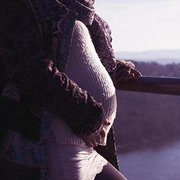 冬のマタニティファッションどうしてる?あたたかくて着やすいマタニティウェア6選