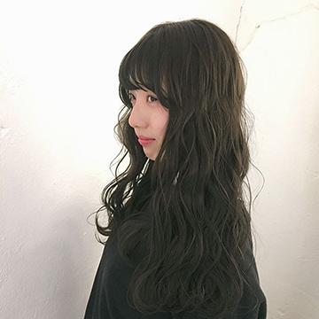 落ち着いた髪色なのに透明感あり♡オフィスOKの暗髪カラー5選