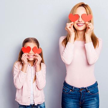 積極的に女性からアプローチ♡さりげなく好意を伝える方法6選